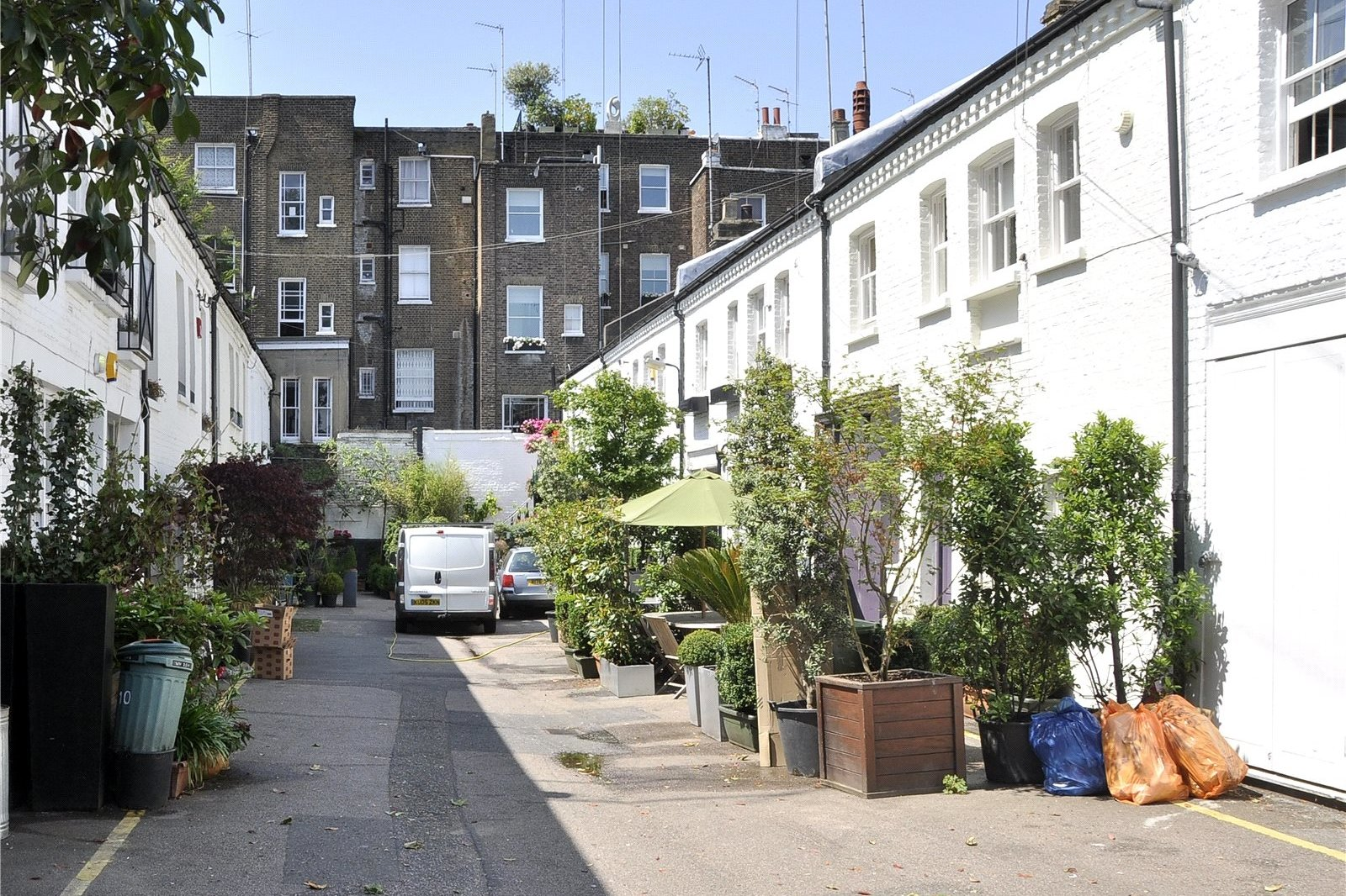 Codrington Mews, Notting Hill, London, W11-2