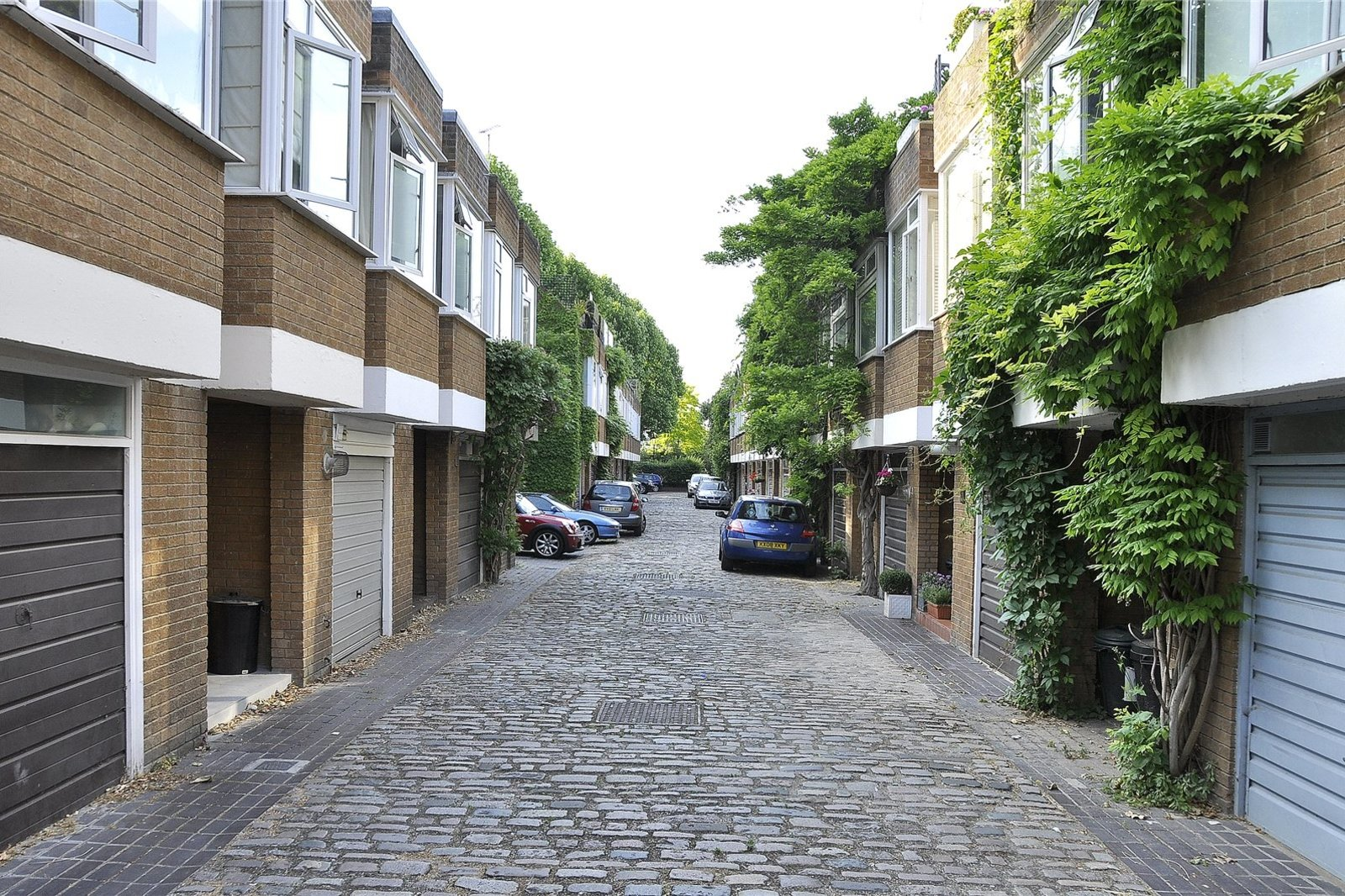 Hippodrome Mews, Holland Park, London, W11-2