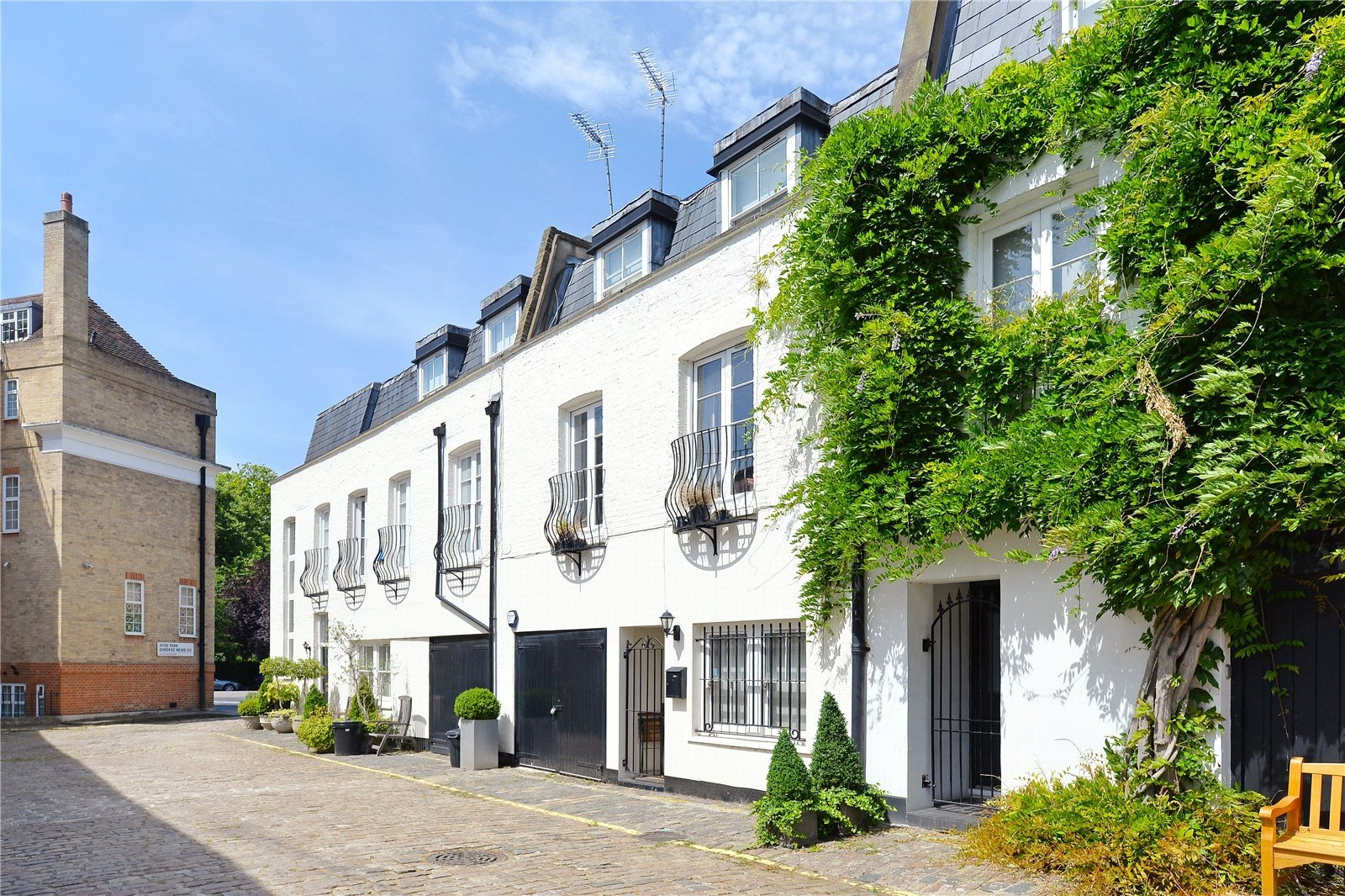 Hyde Park Gardens Mews, London, W2