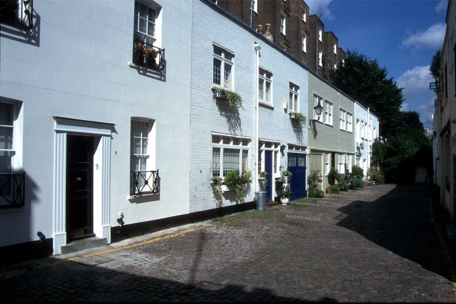 Victoria Grove Mews, Notting Hill, London, W2-4