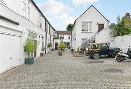 Mews House for sale in Anchor Mews, London