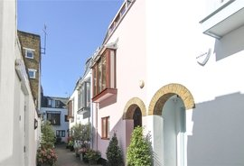 Mews House for sale in Bowland Yard, London