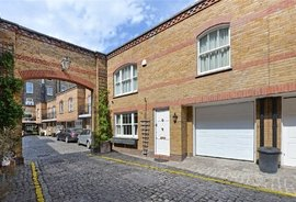 House for sale in Onslow Mews West, London