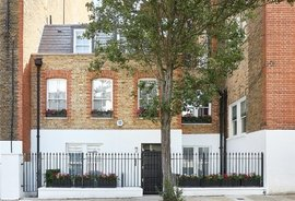 Mews House for sale in Palace Court
