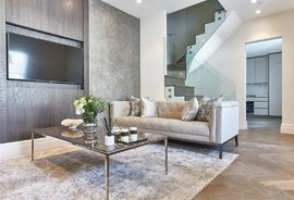 Mews House for sale in Palace Court, London