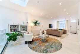 Mews House for sale in Petersham Mews, London
