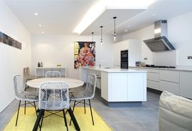 Mews House for sale in Princes Mews, Bayswater
