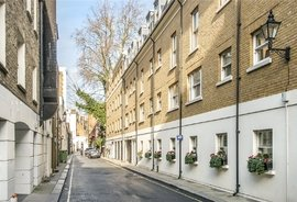 Mews Flat for sale in Stanhope Mews West, London