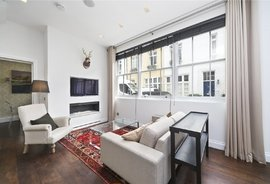 Mews House to rent in Burton Mews, London