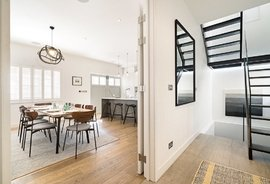 Mews House to rent in Clarendon Mews, London