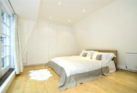 Mews House to rent in Connaught Close, Lancaster Gate