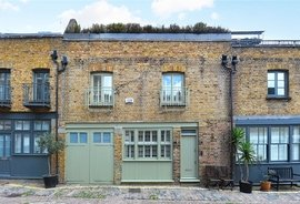 Mews Property to rent in Connaught Close, London