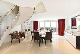 Mews House to rent in Crabtree Place, London