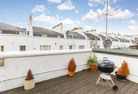 Mews House to rent in Gloucester Mews, London