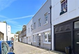 Mews Property to rent in Gloucester Mews, London