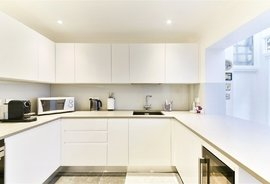 Mews House to rent in Gloucester Mews West, London