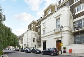 Flat to rent in Hyde Park Gardens, Connaught Villages