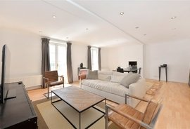 Mews House to rent in Hyde Park Gardens Mews, London