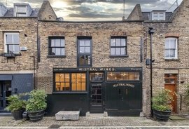 Mews House to rent in Junction Mews, London