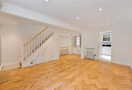 House to rent in Moreton Terrace Mews South, London