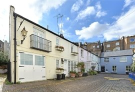 Mews House to rent in Pembridge Mews, Notting Hill