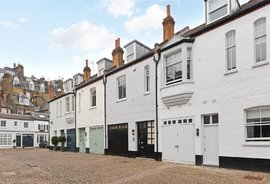Mews House to rent in Pont Street Mews, London