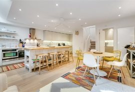 House to rent in Princes Mews, London