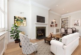 Mews House to rent in Queen's Gate Place Mews, South Kensington