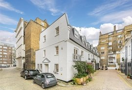Mews House to rent in Queens Gate Place Mews, London