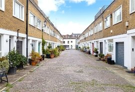 Mews House to rent in Queens Mews, Bayswater