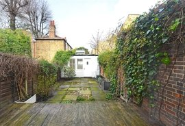 Mews Property to rent in Queensdale Road, London