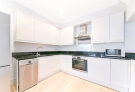 Mews House to rent in Redfield Lane, Earls Court