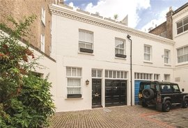 Mews House to rent in Redfield Mews, London