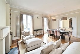Mews Flat to rent in Richmond Mansions, Old Brompton Road