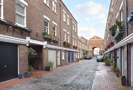 House to rent in Shrewsbury Mews, London