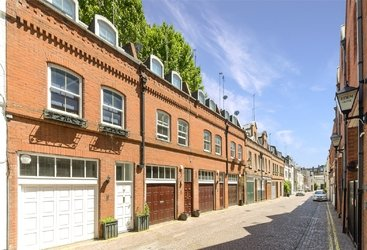 House to rent in Adam & Eve Mews, London, W8