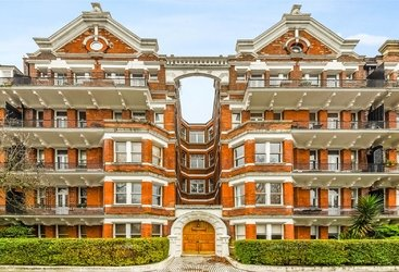 Flat to rent in Prince of Wales Mansions, Prince of Wales Drive, SW11