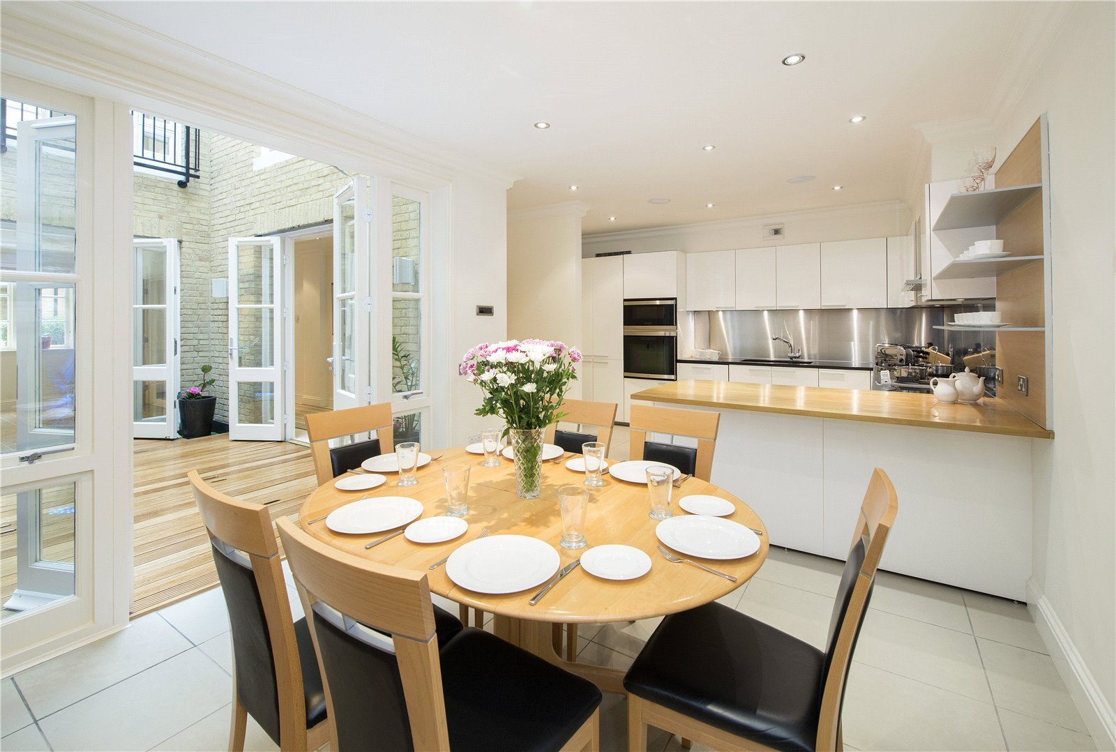 4 bedroom mews Sold in Vantage Place, Kensington, London ...