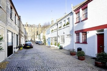 Want to lead a charmed life? Choose a Chelsea mews